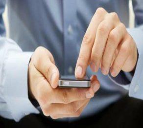 homem-mexendo-no-celular-e1472911840719