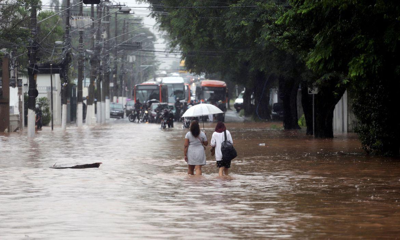 Quem paga a conta dos estragos causados pela chuva?
