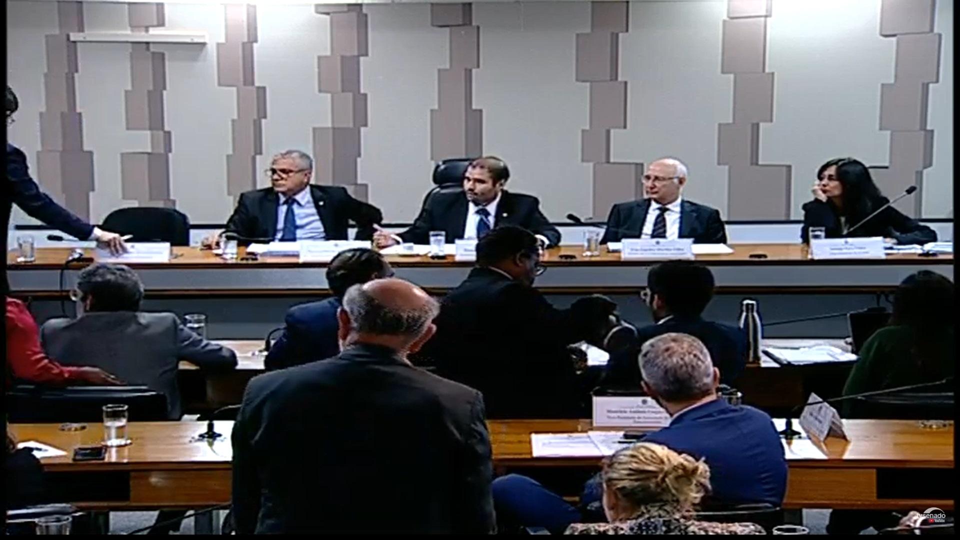 Nenhum parlamentar apoia o fim do registro para corretores de seguros