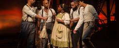 Bradesco Seguros promove sessão especial de musical com interpretação em libras e audiodescrição