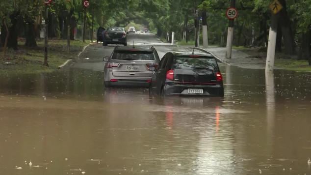 Porto Seguro cobre até higienização de carro que tenha sido invadido pela água