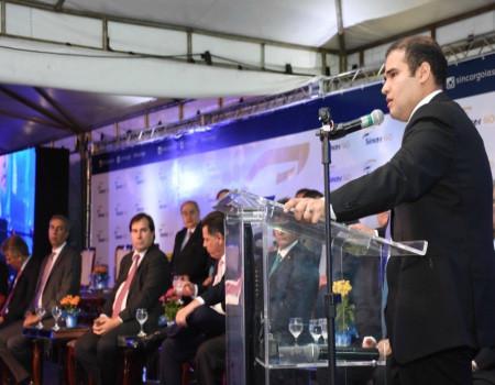 Em concorrida cerimônia, Lucas Vergilio é empossado presidente do SINCOR-GO