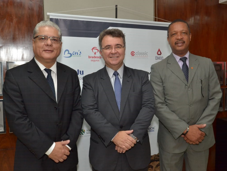 Foto: Clóvis Campos Legenda: João Paulo Mello (pres. CSP-MG), Jorge Nasser (pres. FenaPrevi) e Carlos Ivo (pres. CVG-RJ)