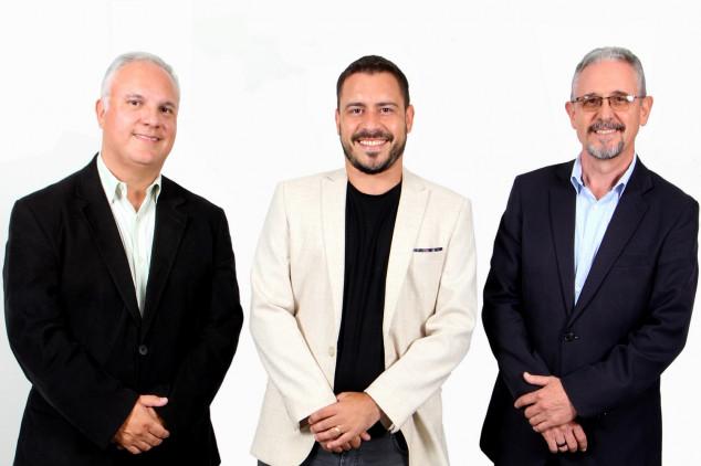 Esq p/ dir: Anderson Leonardo, André Beraldo e Alexandre Franco da Simetria Brasil