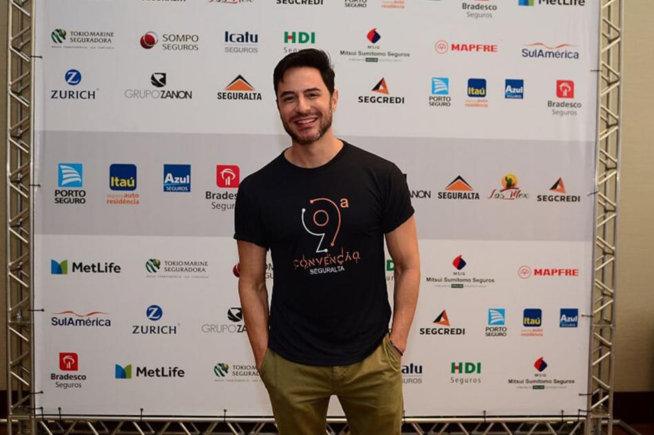 Ator global Ricardo Tozzi é o escolhido para ser o garoto propaganda da próxima campanha da Seguralta