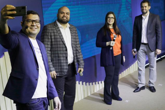 Legenda: Da esquerda para direita: Anderson Ojope, fundador da Educa Seguros; Fabio Izoton, presidente do CCS-RJ e idealizador do CONNECTION 2020, e os diretores do CCS-RJ, Sonia Marra e Luiz Mario Rutowitsch