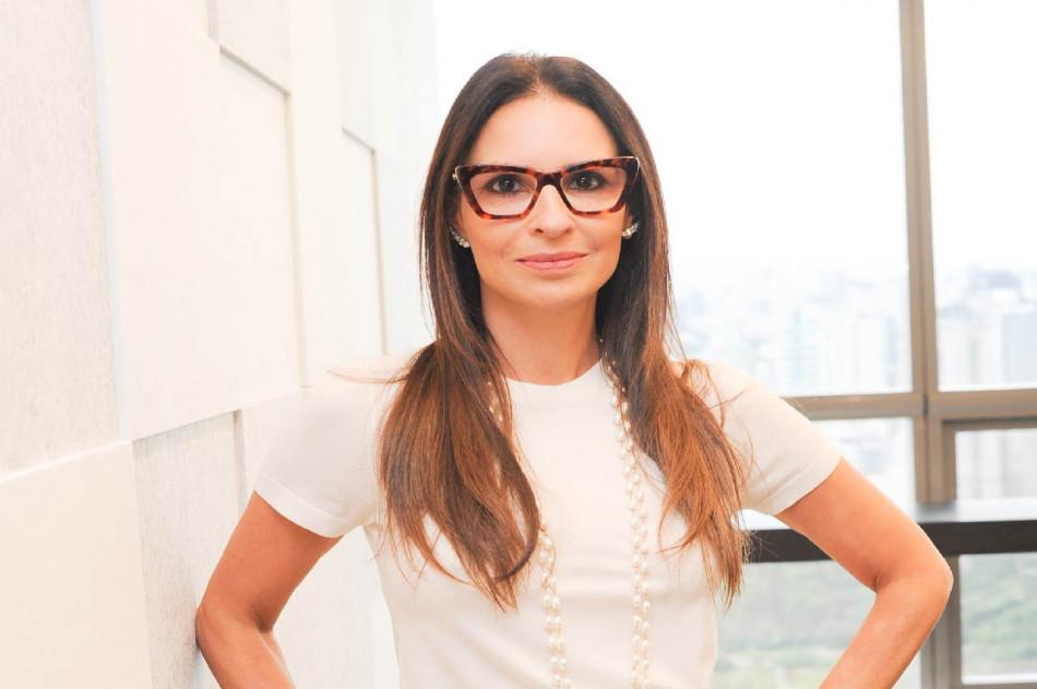 Claudia Papa, Vice-Presidente Comercial & Marketing