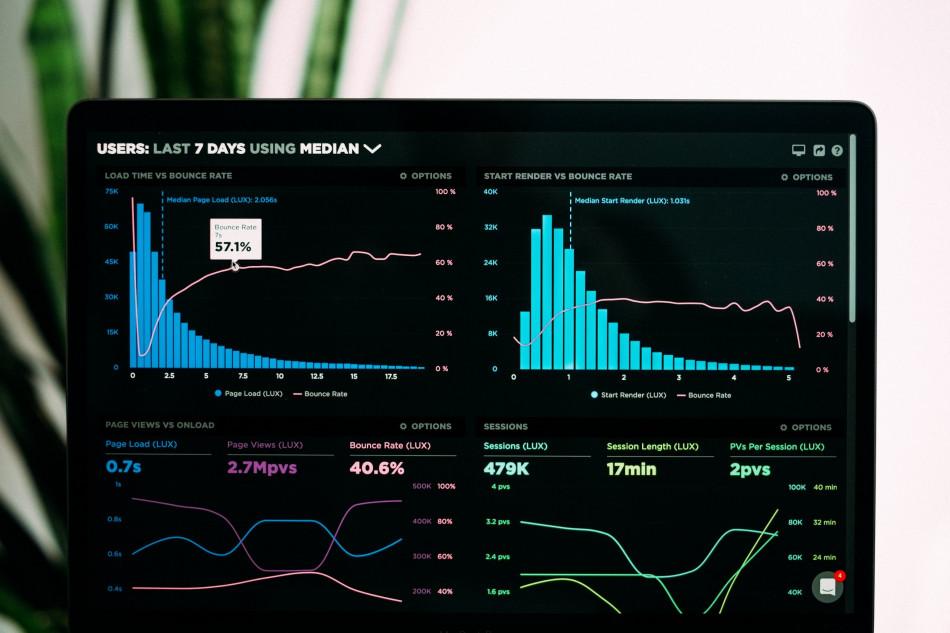 ENS firma parceria com IBM para oferta de cursos sobre tecnologia e segurança de dados