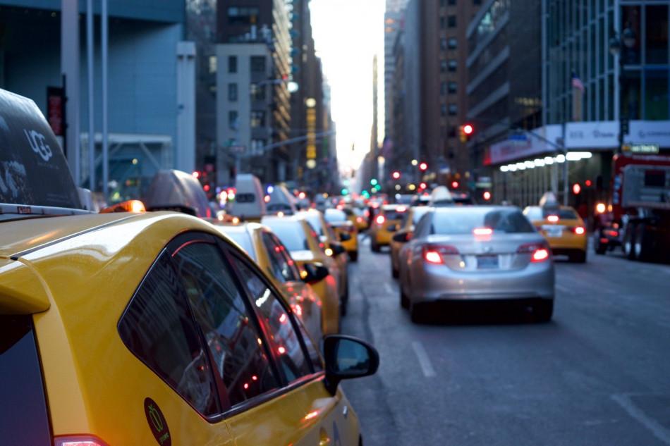 Durante os blocos de rua, automóvel é alvo de bandidos